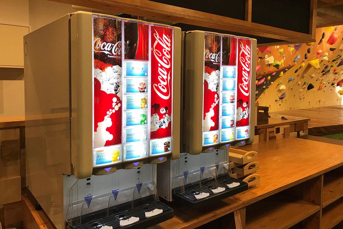 ドリンク13種類飲めるドリンクバーも400円(税別)で用意しています。
