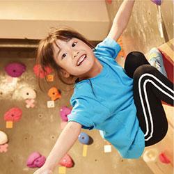 子どもボルダリングで能力UP!