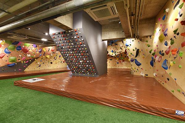 神奈川県最大級!約200坪のスペースに壁面18面展開